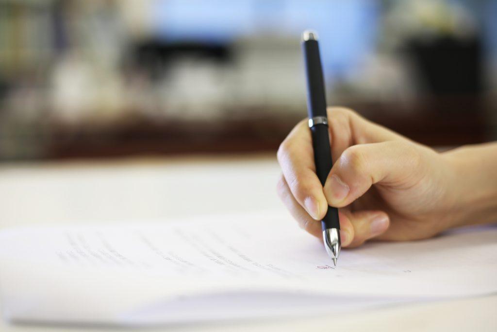 別れさせ屋も、きちんと法律的には届け出が公安委員会に出されて営業をしていないと、違法なんです。